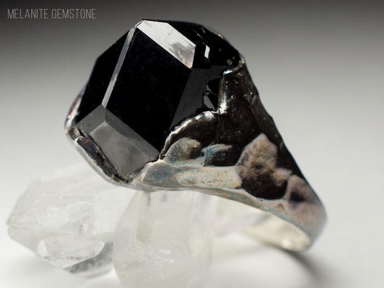 جواهر ملانیت-یا-لعل-سیاه