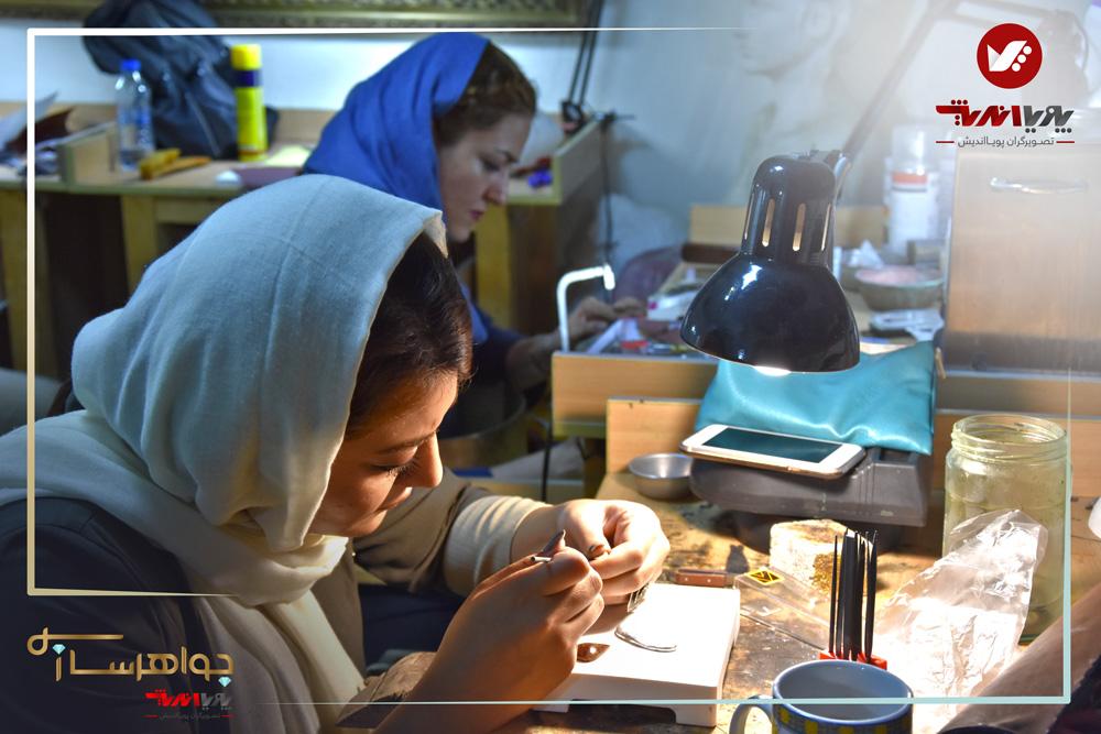 هنرجویان آموزش ساخت زیورآلات آموزشگاه جواهرسازی