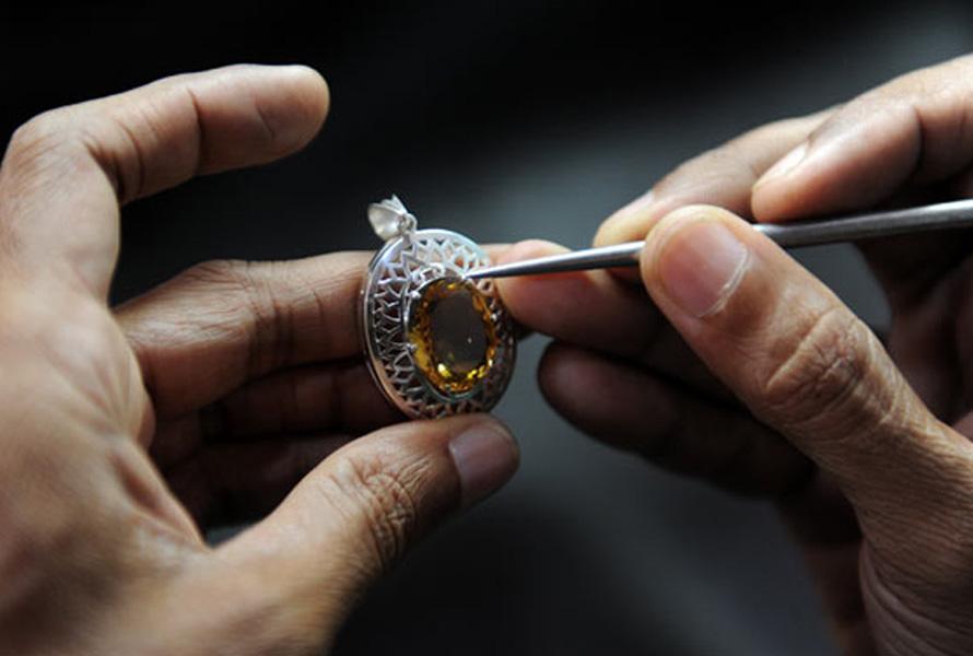 ساخت جواهر زینتی